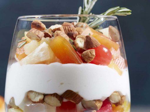 Parfait de Almendras Tostadas con Cóctel de Frutas Del Monte®