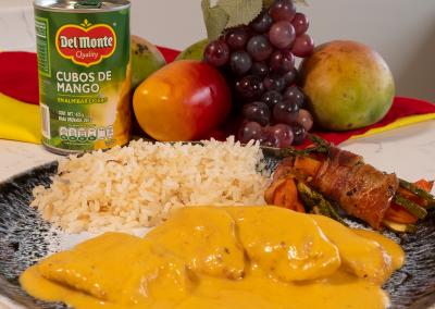 Pechuga de pollo en salsa de mango con chipotle Del Monte Frutas®